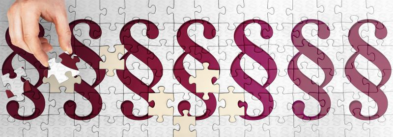 Puzzle mit Paragraphenzeichen - Die Kündigungsfrist und Abmahnung