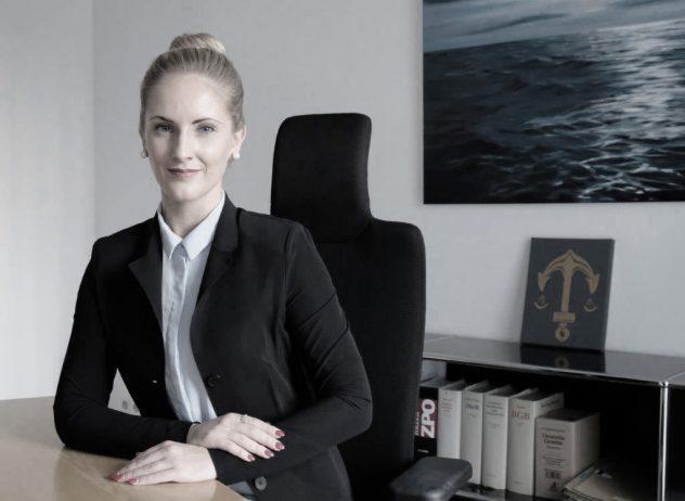 Rechtsanwältin Julia Kuberski in der Kanzlei Lamster